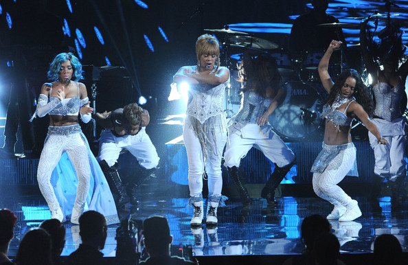 TLC & Lil Mama - Waterfalls (Live at the 2013 American Music Awards) (Video)