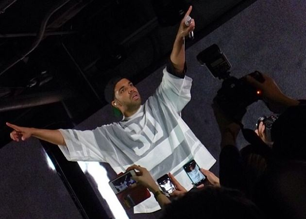 drakeperformswemadeitandtrophies Drake Performs Mine, We Made It & Trophies At Revolt TVs Pre Super Bowl Part (Live In NYC) (Video)