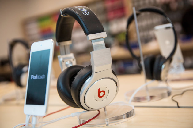 489010551 Apple Officially Buys Beats Electronics For $3 Billion