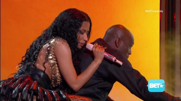 BrV5oCVCYAIJAqd Nicki Minaj   2014 BET Awards Performance (Video)