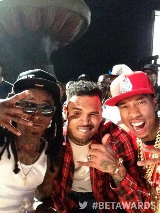 "BrVu378CYAAwSty Chris Brown Brings Out Lil Wayne & Tyga For ""Loyal"" (2014 BET AWARDS) (Video)"
