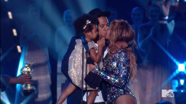 Bv2mo ACIAAH1sF Beyonce Closes Out The 2014 MTV Video Mus