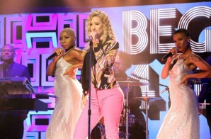 "Iggy Azalea Performs ""Beg For It"" On Jimmy Fallon (Video)"