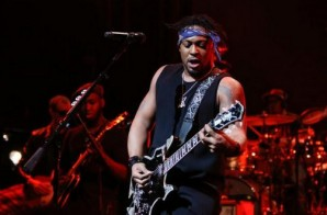 D'Angelo – How Does It Feel (Live At The Apollo Theater) (Video)